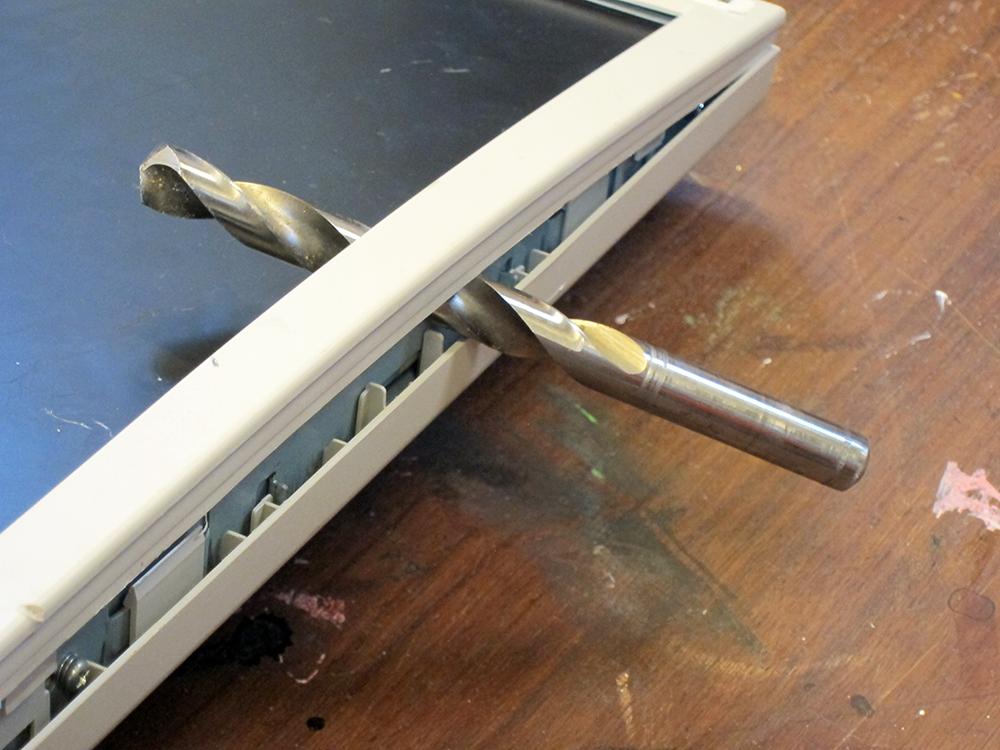 beeldscherm computer met boor